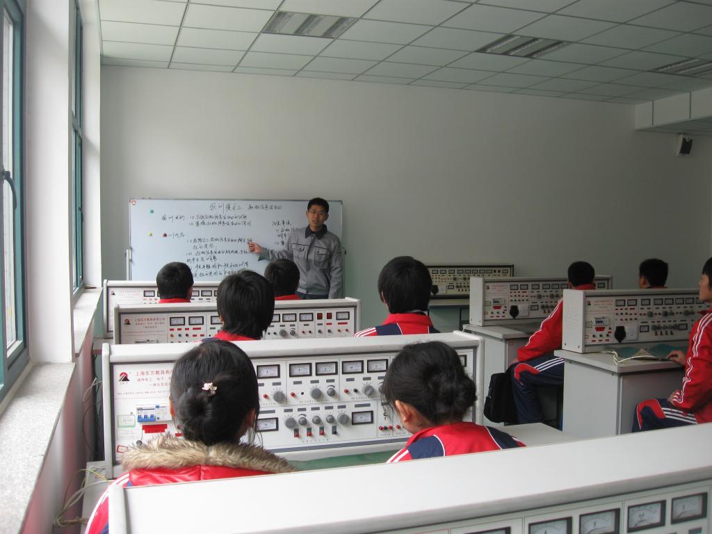 模拟电路实训室简介